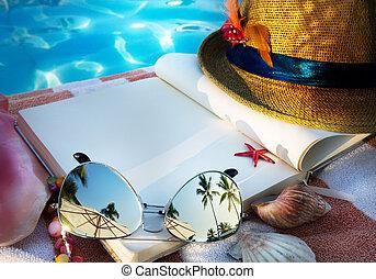 lunettes soleil, chapeau paille, livre, art, plage
