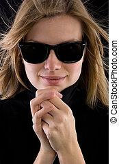 lunettes soleil, col roulé, noir, retro, blond, girl