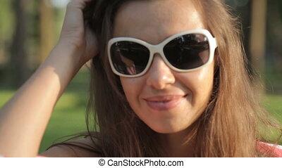 lunettes soleil, femme, parc