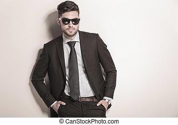 lunettes soleil port, business, sérieux, sexy, homme, frais