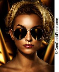 lunettes soleil port, jeune, séduisant, élégant, blond