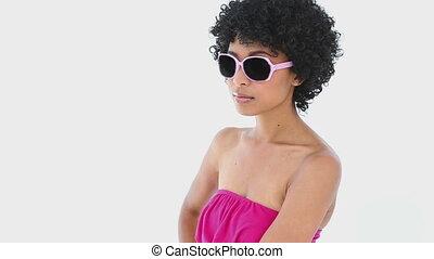 lunettes soleil, porter, femme, rose