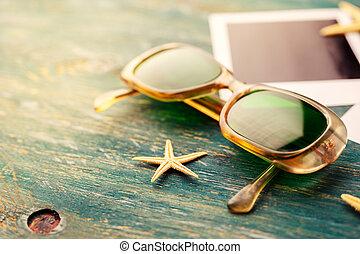 lunettes soleil, vendange, table, bois