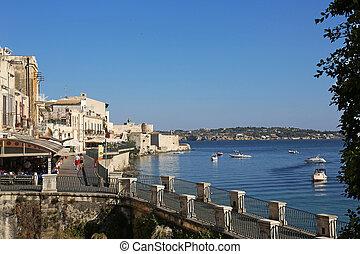 Lungomare Alfeo Ortygia Syracuse - the shoreline Lungomare ...