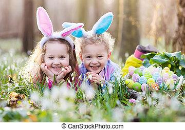 lurar, på, påsk ägg jaga, in, blomning, fjäder, trädgård
