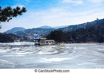 lushan lake in winter