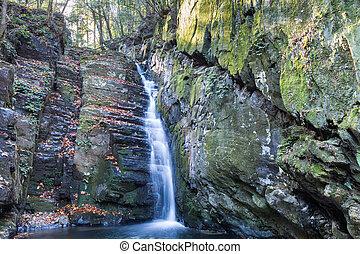 lushan mountain huanglongtan waterfall