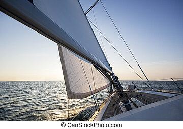 lusso, barca, navigazione, in, mare, durante, tramonto