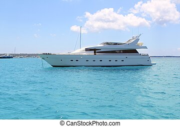 lusso, yacht, in, turchese, illetes, formentera