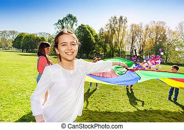lustiges, draußen, spiel, freundinnen, spielende , glücklich