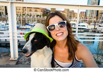 lustiges, hund, und, frau, auf, sommer urlaub, reise