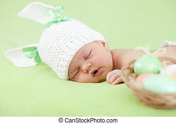 lustiges, neugeborenes baby, angezogene , in, osterhase,...