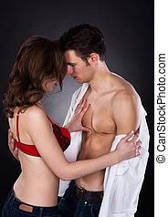 lusty, donna, in, reggiseno, togliendo, uomo, camicia