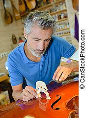 luthier, contrabbasso, lavorativo