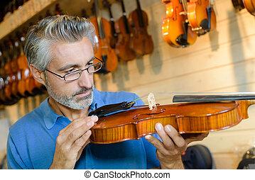 luthier, lavoro, suo, messo fuoco