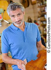 luthier, lucidatura, finito, violino