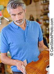 luthier, violino, pulire