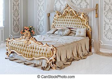 Gouden licht groot classieke dubbel koninklijk bed comfortabel ...