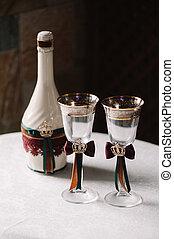 luxe, trouwfeest, verfraaide, fles champagne, en, bril, in, de, koninklijk, stijl