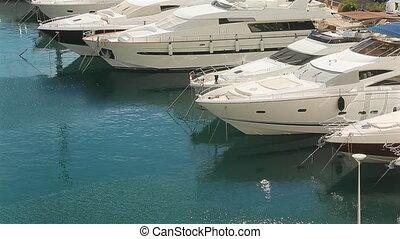 luxe, venteux, mer, vague, ensoleillé, temps, port, par, méditerranéen, bateaux, marine, appartements, cap-dail, vue, temps