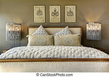 luxo, esculpido, madeira, cama, com, travesseiros