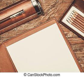 luxuoso, escrita, ferramentas, ligado, um, tabela madeira