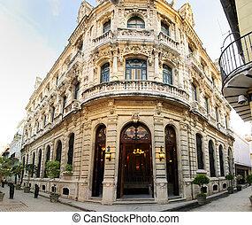 luxuoso, facade edifício, em, antigas, havana, cuba