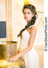 luxuriös, vornehm, brünett, in, weißes, dress., orientalische , antikes , goldenes, dekor