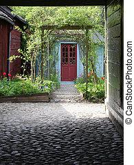 luxuriant, yard, devant