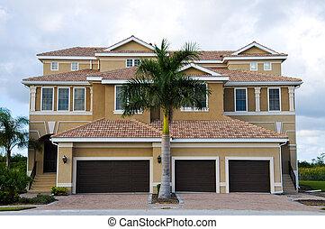 Luxurious Beach House - Large New Luxury Beach House