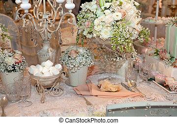 Luxurious wedding dinner with beige theme