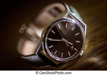 Luxury Fashion Watch - Classic Timepiece