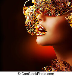 Luxury Golden Makeup. Beautiful Professional Holiday Make-up...