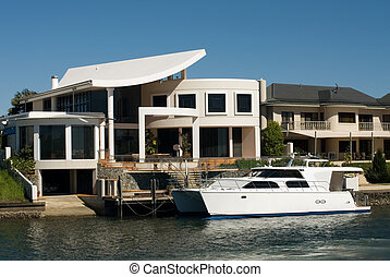 Luxury Homes - Luxury homes on a waterway, Surfers Paradise,...