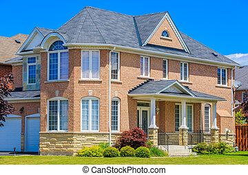 Luxury house  in the suburbs of Toronto