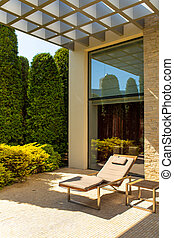 Luxury house, well-kept courtyard with a green garden and cozy sunbeds for relaxing in the garden