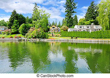 Luxury house with private dock - Amazing luxury house with...