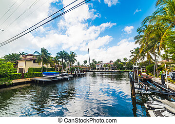 Luxury houses with private dock in Fort Lauderdale