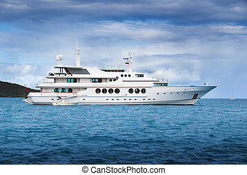 Luxury rental yacht - Yacht for rent by the week in the...