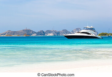 Luxury yacht at the beach of archipelago Los Roques, ...