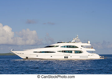 Luxury yacht - Luxury modern recreational yacht near LaDigue...
