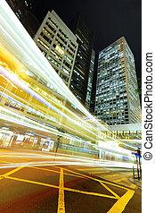 luz arrastra, en, moderno, ciudad