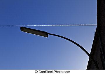 luz azul, calle, cielo, vapor