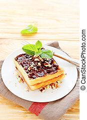 luz, waffles, com, chocolate, ligado, um, prato branco