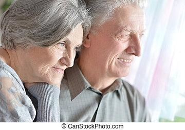 lycklig, äldre koppla, hemma