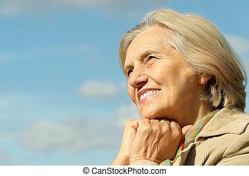 lycklig, äldre kvinna, framställ