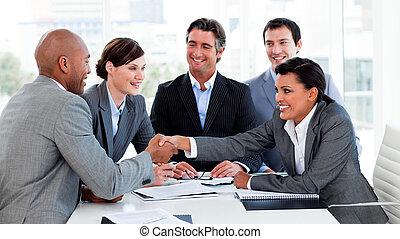 lycklig, affärsfolk, slut en överenskommelse