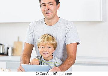 lycklig, användande, fader, kompress, son, dator