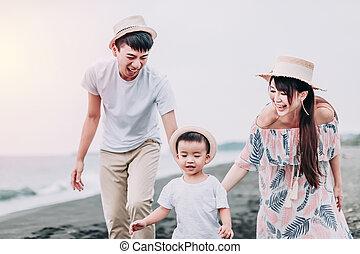 lycklig, asiat, strand, solnedgång, leka, familj