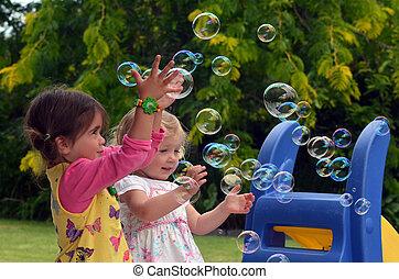 lycklig, barn, lek, tvål porlar